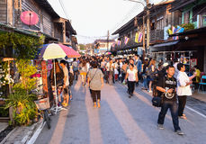 Mercado callejero que camina Chiang Khan Loei Thailand Foto de archivo libre de regalías