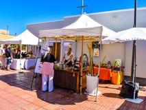 Mercado callejero tradicional en Canarias foto de archivo
