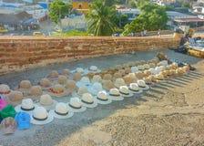 Mercado callejero tropical tradicional de los sombreros Foto de archivo