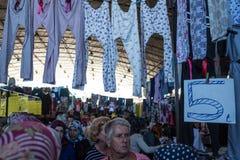 Mercado central de la ropa de Antalya Fotos de archivo