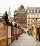 Mercado cerrado de la Navidad después de attentados terroristas en Estrasburgo - fotografía de archivo
