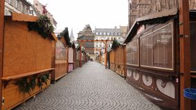 Mercado cerrado de la Navidad de Estrasburgo después del attentado terrorista almacen de metraje de vídeo