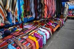 Mercado colorido de domingo em Otavalo, Equador Imagem de Stock