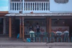 Mercado con el pollo en el tejado Imagen de archivo