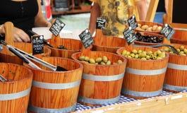 Mercado con las aceitunas Fotografía de archivo