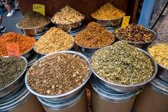 Mercado da especiaria Tipos diferentes de especiaria fotografia de stock
