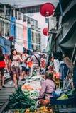 Mercado 12 da estrada de ferro de Maeklong 13 2018 imagem de stock royalty free