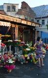 Mercado da flor de Rahova, Bucareste, Romênia, na luz solar da noite Fotos de Stock