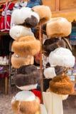 Mercado da lembrança em Raqchi, Peru, Ámérica do Sul. Loja da rua com cobertura colorida, lenço, pano, ponchos Fotografia de Stock Royalty Free