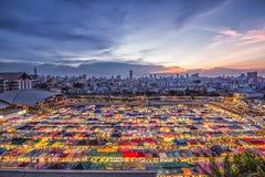 Mercado da noite de Ratchada em Banguecoque Tailândia Fotografia de Stock Royalty Free