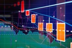 Mercado de acción abajo - gráficos y cartas rojos de la vela Imagenes de archivo