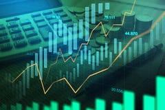 Mercado de acción o gráfico comercial de las divisas en la exposición doble gráfica fotos de archivo libres de regalías