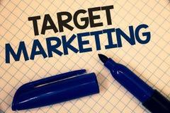 Mercado de alvo da escrita do texto da escrita Audiência da segmentação do mercado do significado do conceito que visa a palavra  Imagens de Stock