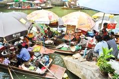 Mercado de Amphawa Floting em Tailândia Fotografia de Stock Royalty Free