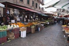 Mercado de Ballaro en Palermo Foto de archivo