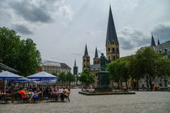 Mercado de Bona com igreja medieval a igreja de Bona, estátua Imagem de Stock Royalty Free