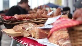 Mercado de carne orgánico almacen de metraje de vídeo