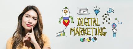 Mercado de Digitas com jovem mulher imagens de stock royalty free