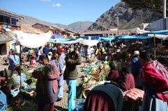 Mercado de domingo en Pisac Imagen de archivo libre de regalías
