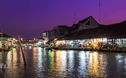 Mercado de flutuação de Amphawa da noite Fotografia de Stock Royalty Free