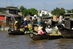 Mercado de flutuação cambojano Fotografia de Stock