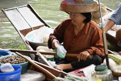Mercado de flutuação, Damnoen Saduak, Tailândia Fotos de Stock