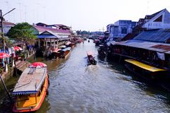 Mercado de flutuação de Amphawa Imagem de Stock Royalty Free