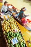 Mercado de flutuação de Damnoen Saduak foto de stock