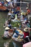 Mercado de flutuação de Damnoen Saduak - Tailândia Imagem de Stock