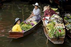 Mercado de flutuação de Damnoen Saduak, Tailândia Fotografia de Stock Royalty Free