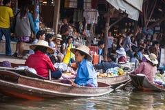 Mercado de flutuação de Damnoen Saduak, Tailândia Foto de Stock