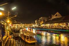Mercado de flutuação de Tailândia na noite fotos de stock