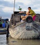 Mercado de flutuação do delta de Mekong Frutas e legumes Foto de Stock