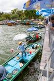 Mercado de flutuação do marisco em Sai Kung, Hong Kong foto de stock royalty free