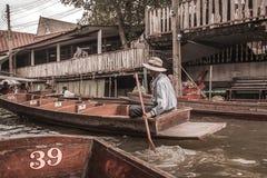Mercado de flutuação em Banguecoque imagens de stock royalty free