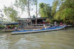 Mercado de flutuação em estradas transversaas das sete-maneiras (baía de Nga), cidade de Phung Hiep de Can Tho, Tien Giang Imagens de Stock