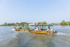 Mercado de flutuação em estradas transversaas das sete-maneiras (baía de Nga), Hau Giang de Phung Hiep Foto de Stock