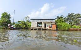 Mercado de flutuação em estradas transversaas das sete-maneiras (baía de Nga), Hau Giang de Phung Hiep Imagens de Stock Royalty Free