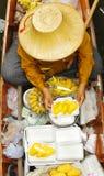 Mercado de flutuação tradicional, Tailândia. Fotos de Stock