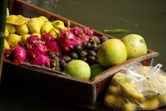 Mercado de fruta de flutuação Fotos de Stock Royalty Free
