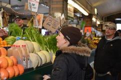 Mercado de frutas e legumes: editorial Foto de Stock Royalty Free