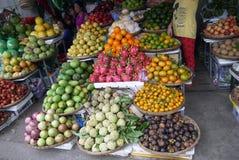 Mercado de frutas e legumes exóticas Foto de Stock Royalty Free
