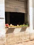 Mercado de fruto cubano imagem de stock