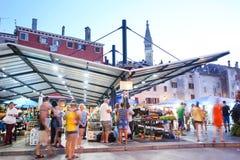 Mercado de la ciudad en Rovinj Fotos de archivo libres de regalías
