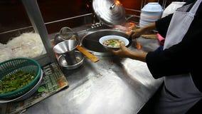 Mercado de la comida de la calle en Asia Alimento asiático Cocina asiática almacen de metraje de vídeo
