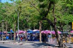 Mercado de la comida de la calle en el parque de Lumpini imagen de archivo libre de regalías