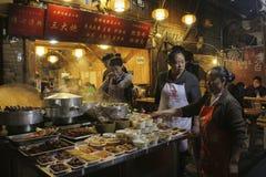 Mercado de la comida de la noche en la ciudad de Chengdu, China imágenes de archivo libres de regalías