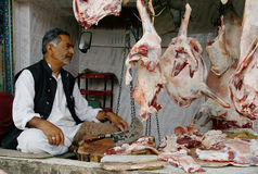 Mercado de la comida, la India, carne, vendiendo al por menor, hombres, venta, cordero, Cachemira Foto de archivo