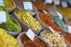 Mercado de la especia en los souks de Jerusalén fotos de archivo