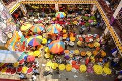 Mercado de la flor del KR, Bangalore, la India imagenes de archivo